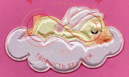 Термоаплікація дитяча атлас 12см*6см - каченя в хмаринці рожевий (204В)