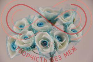 Бутон'єрка троянда акрилова з сіткою на ніжці d1,5смh8,5см(гілочка) - біло-блакитний