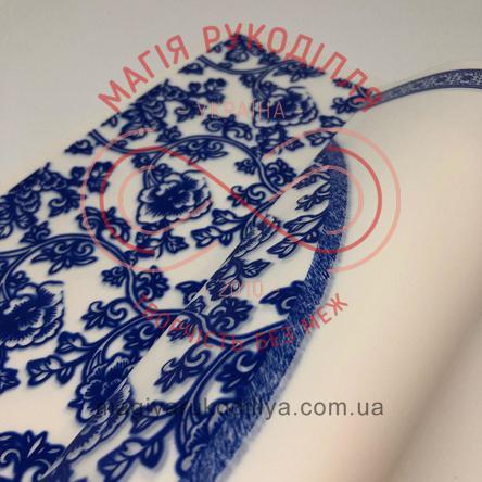 Калька пакувальна двостороння з квітковим візерунком та рамкою синього кольору - білий