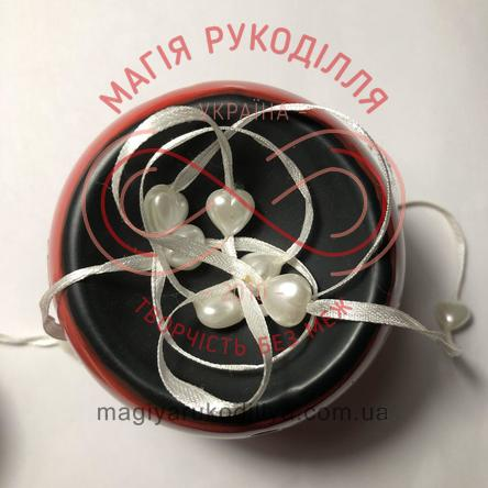 Намистинки на стрічці 300см - білий серденька