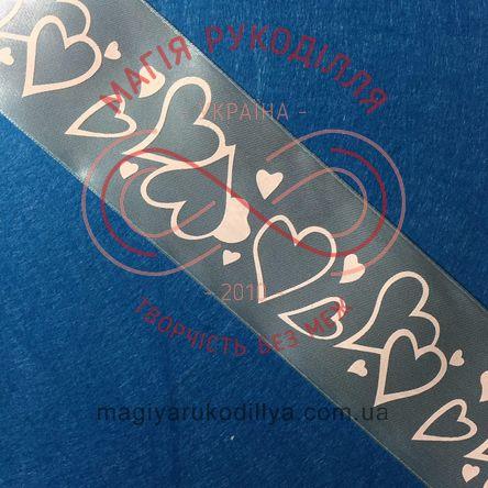 Стрічка з малюнком атласна 50мм серденька різних розмірів - світлий блакитний